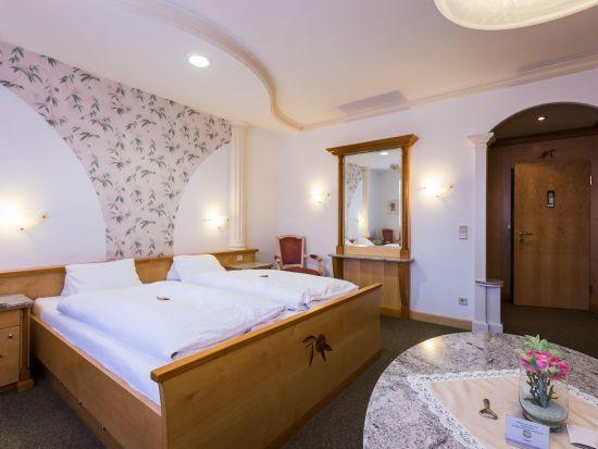 suiten und zimmerdetails im 4 sterne hotel das schmidt. Black Bedroom Furniture Sets. Home Design Ideas
